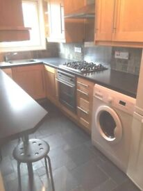 3 bedroom flat on the 9th floor 6mins from Liverpool street station and only 4mins to Aldgate. E1.