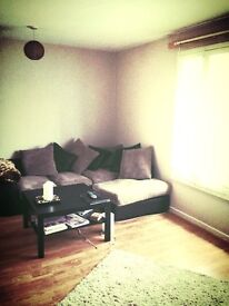 Double Room to let at The Shore Edinburgh £430 all bills included.