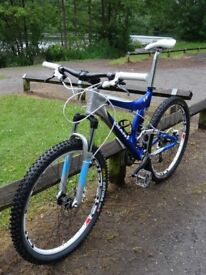 Giant VT. Great condition (BARGAIN) Brilliant suspension 27 Sp. Hydraulic Brakes. Very Light & Fast.