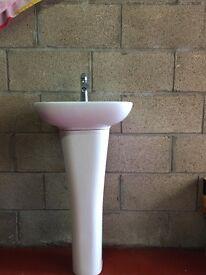 Bathroom/Cloakroom sink and pedestal white