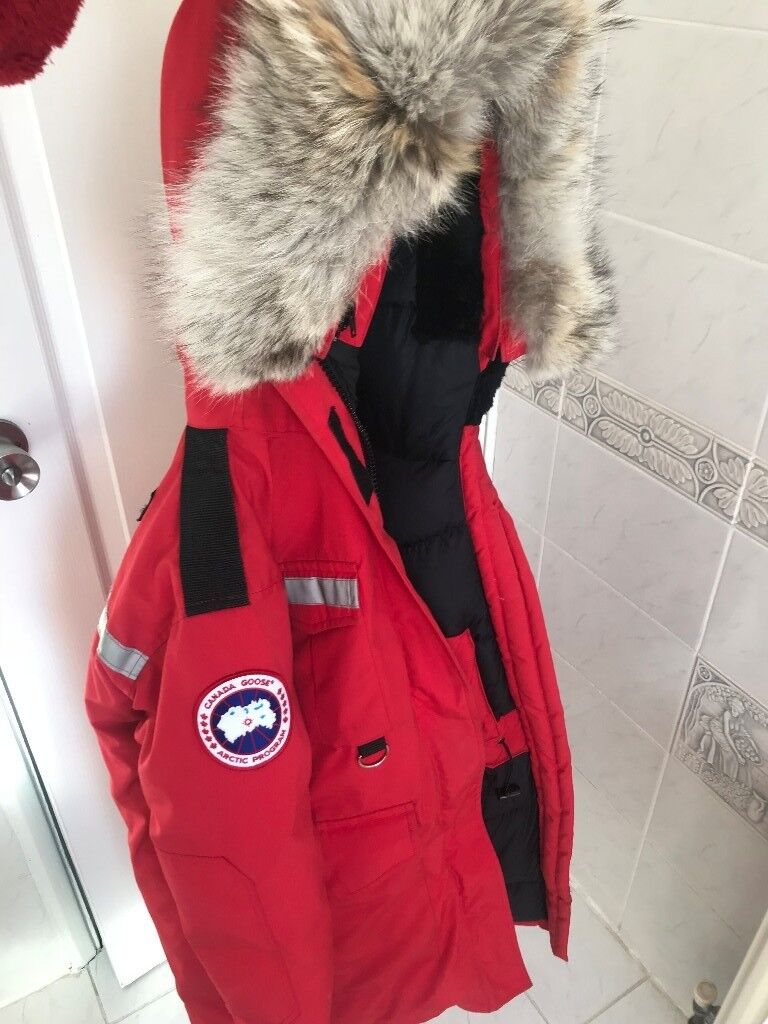 05532e1312e Womens Canada Goose Resolute Parka 2XS Red (RRP £1100) - Authentic | in  Heathrow, London | Gumtree