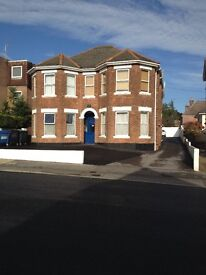 GREAT FLAT,WITH OWN KITCHEN,SHOWER ROOM,PARKING. NO DEPOSIT REQIURED