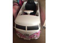 VW 6V Powered pink Campervan