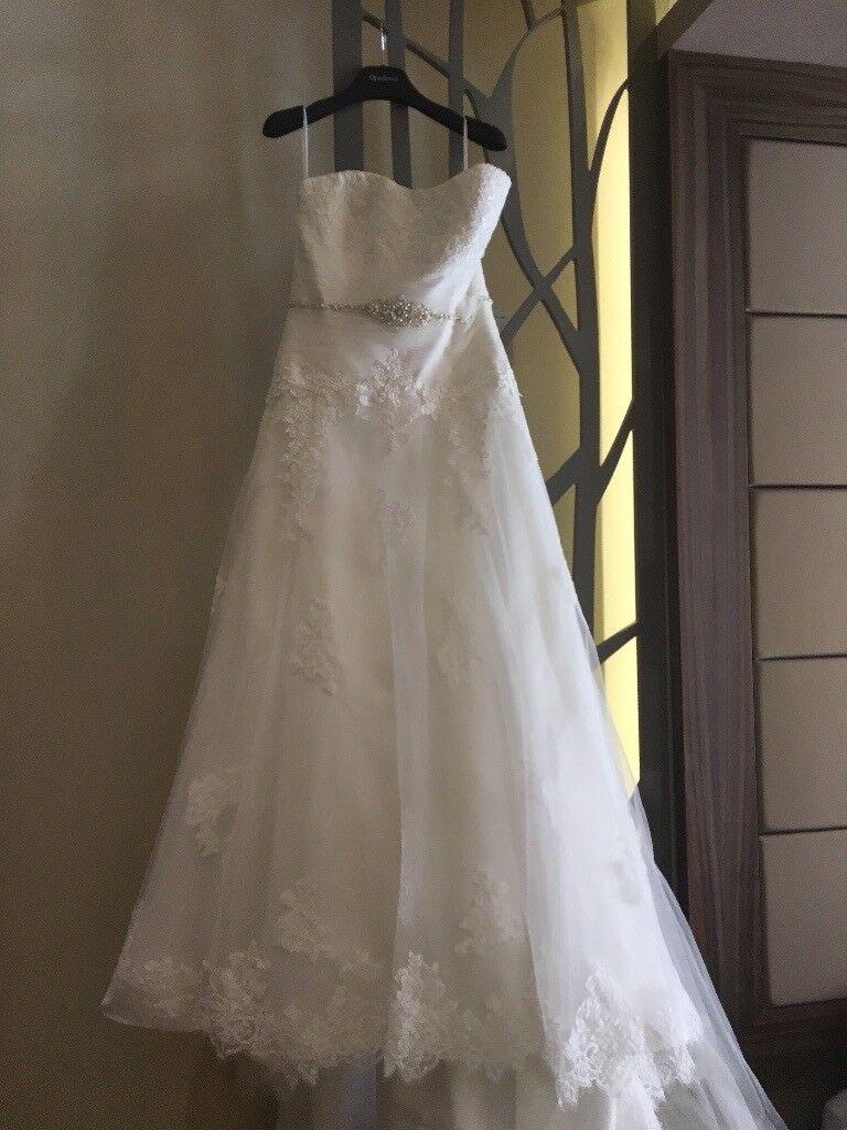 Beautiful designer Costa Rica White Lace & Diamanté detailed Wedding ...