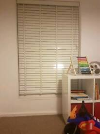 2 different sized blinds
