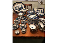 BLUE AND WHITE WILLOW PATTERN GOLD RIM PLATES