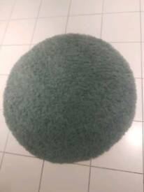 Round shaggy duck egg rug
