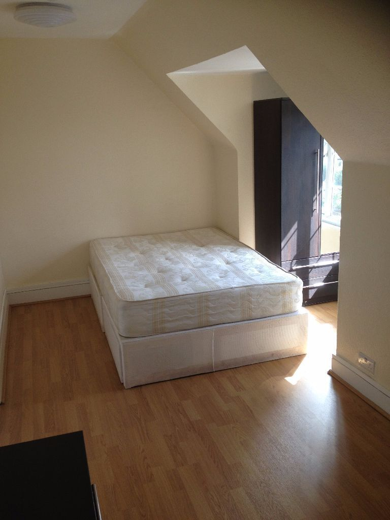 LARGE ROOM TO RENT IN CHADWELL HEATH! BILLS INCLUDED + FREE GYM!