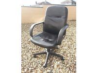 Black swivel computer/ofice chair