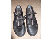 womans black skechers shoes size UK5