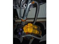 DYSON CYLINDER BAGLESS PULL A LONG VACUUM CLEANER HOOVER