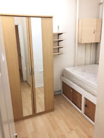 Single room available in clean flat, 3min walk to Hammersmith Station *** no extra ***