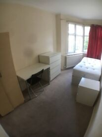 SINGLE ROOMS IN MODERN VILLA - 3 bathrooms - 3 kitchenettes
