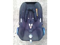 Maxi Cosi car seat with isofix base and extras