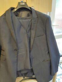 Men's suits size 34R