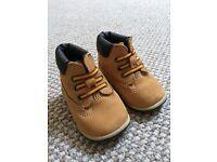 """Baby """"Timberland"""" pram boots"""
