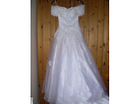 Alfred Angelo White Wedding Dress Size 6 Off Shoulder, Long Trail.