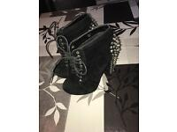 Women's boots size 4