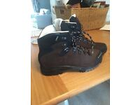 ladies walking boots (size 6)