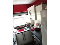 Swindon town centre 2 bed mid terrace house £750pcm with 2 reception rooms and garden