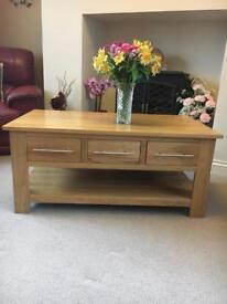 Solid oak 6 draw coffee table