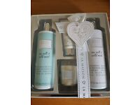 Baylis and harding bath set