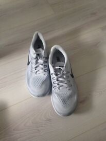 Men's light grey Nike size 7 only wore once for pe