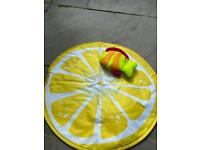 Grapefruit round cool mat with cool fish