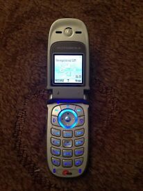 Motorola v220 mobile phone