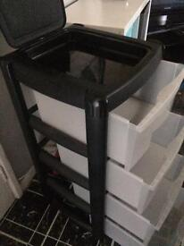 Plastic storage towers with drawers x4