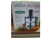 OMEGA Centrifugal Juicer BMJ392 MEGA MOUTH