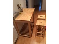 Kitchen table + 2 Stools
