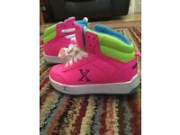 Girls pink sidewalk sports heelys size 11