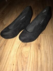 Woman's size 5, wedge heels. Material: Black Suede