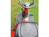 Castlegarden ride on Lawnmower exellent condition comes with mulching attachment.