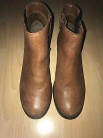 New Look Chelsea Boots Tan size 4