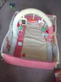 Lovely baby play gym