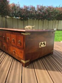 LARGE WOODEN TRUNK / CHEST