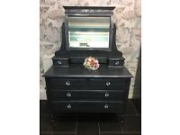 Stunning chest of draws/ dressing table