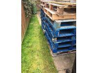 Fee wooden pallets