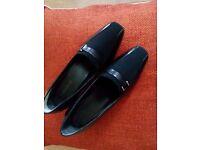 Ladies black shoes size 4 /2inch heel