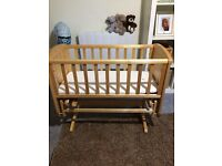 Rocking cot/crib including mattress and cot bumpers/bedding
