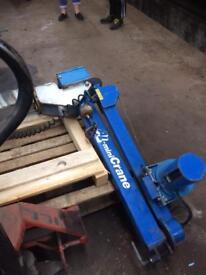 Fixed wagon hoist