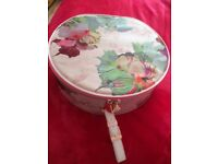 LOVELY TED BAKER VANITY CASE - UNWANTED GIFT