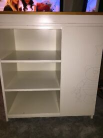 Lovely changing unit in good condition