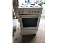 New world free standing electric cooker