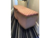 Lloyd loom vintage ottoman in old pink with gold detail
