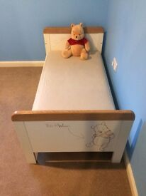 Sketchbook Pooh Cot Bed & Dresser