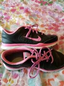 Woman's nike trainers size UK 4