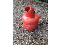 Calor Gas cylinder. 3.9 Kg. propane. Unused. buyer collects.